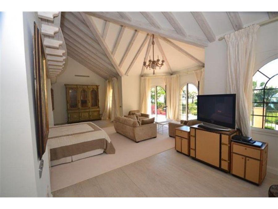 villa independiente de 9 dormitorios en estepona