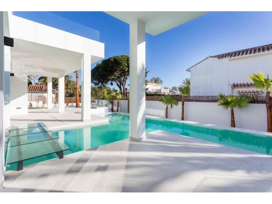 villa contemporanea junto al mar en marbesa