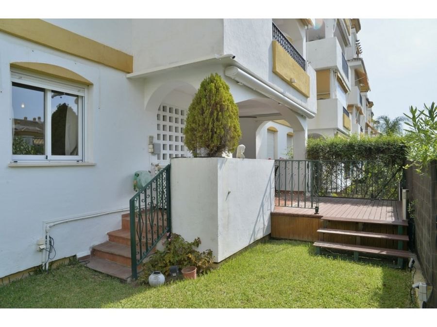 marbellaapartamento con terraza y jardin