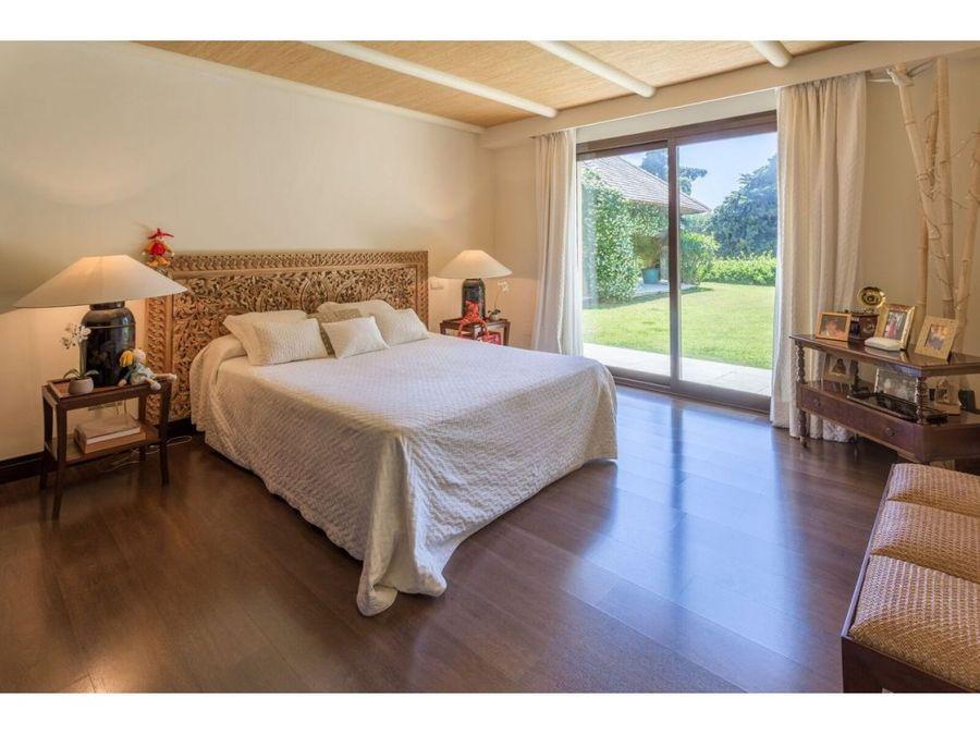 villa independiente de 6 dormitorios en rio real