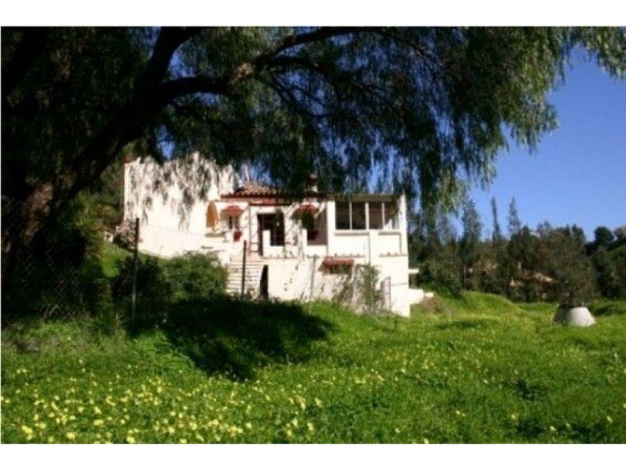 parcela con villa antigua en los almendros