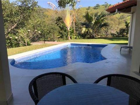 casa con hermosas acabados con piscina y casita