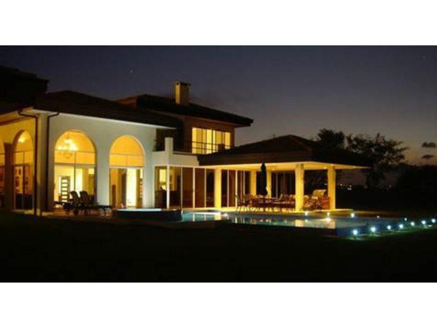 elegante casa en hacienda los reyes