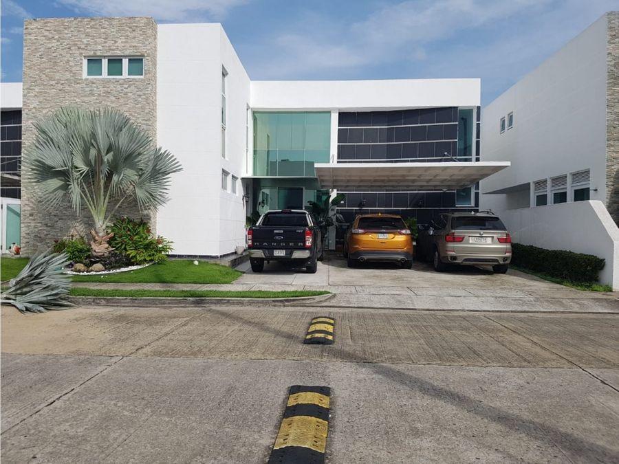 en venta hermosa casa en costa esmeralda