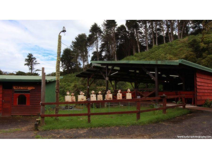 finca con cabanas caballeriza y vista al valle