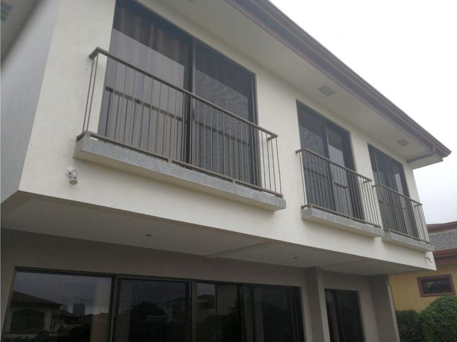 preciosa residencia en condominio barreal