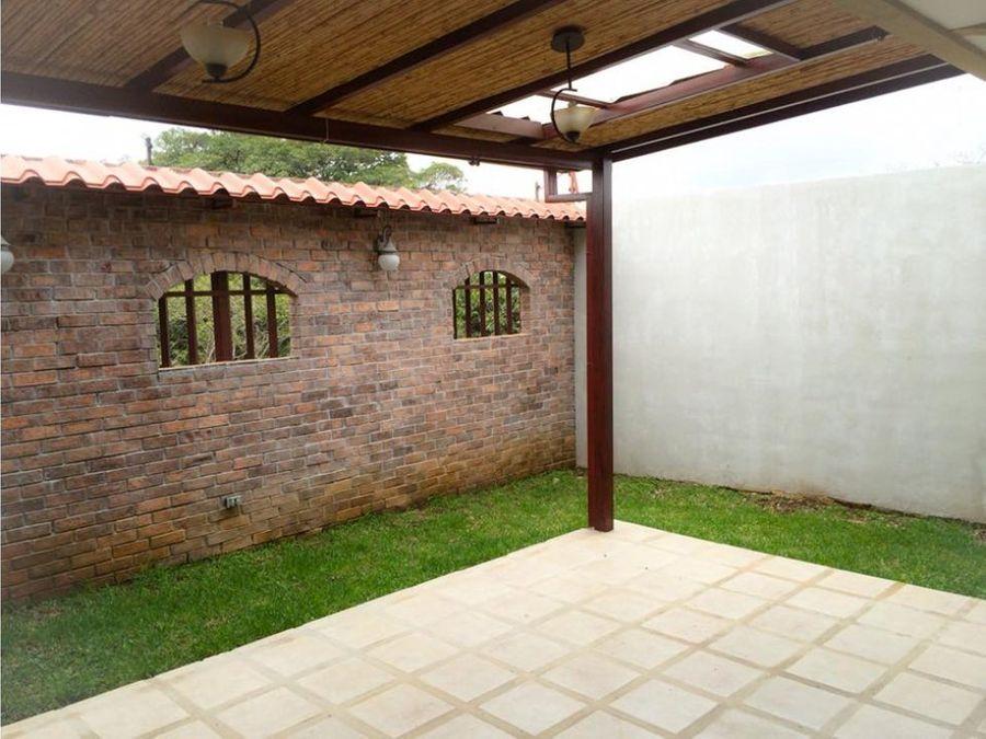casa moderna en condominio santa cecilia heredia