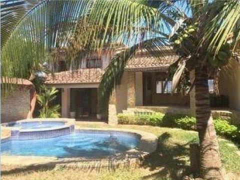 casa con piscina en guachipelin de escazu