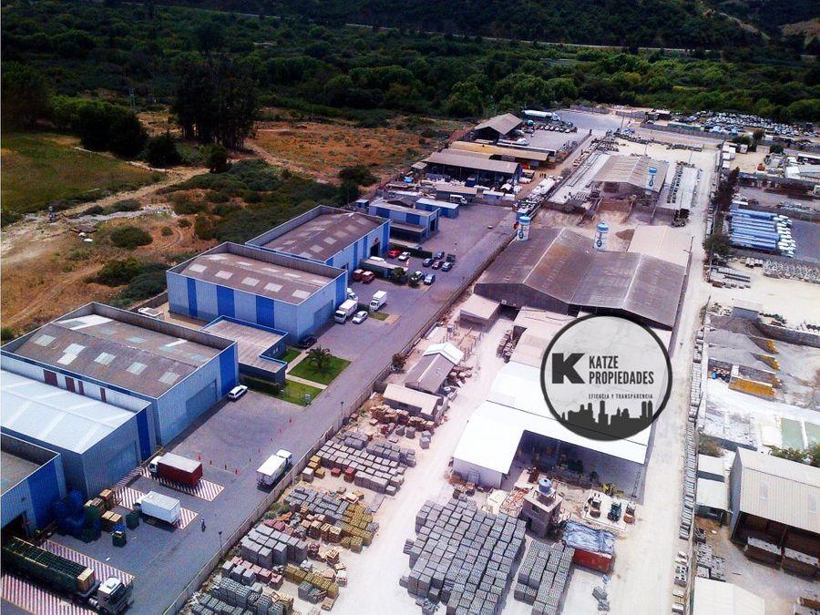 bodega con 4 oficinas en sector industrial