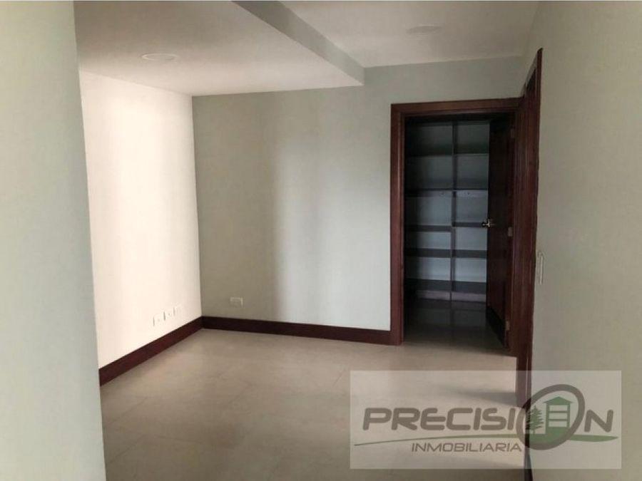 apartamento en zona 14 edificio vista real