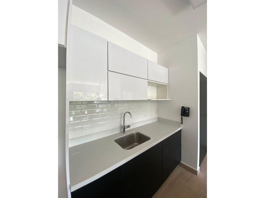 se alquila amplio y moderno apartamento en rohrmoser
