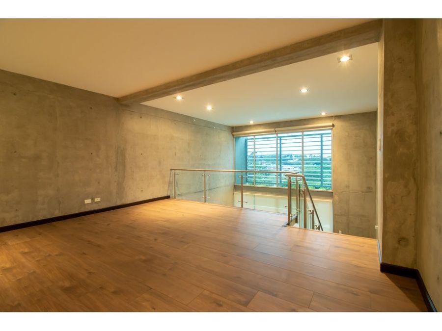 se alquila lujoso apartamento en escazu