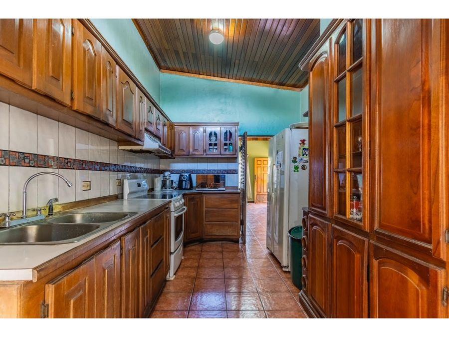 se vende casa uso mixto alajuela centro