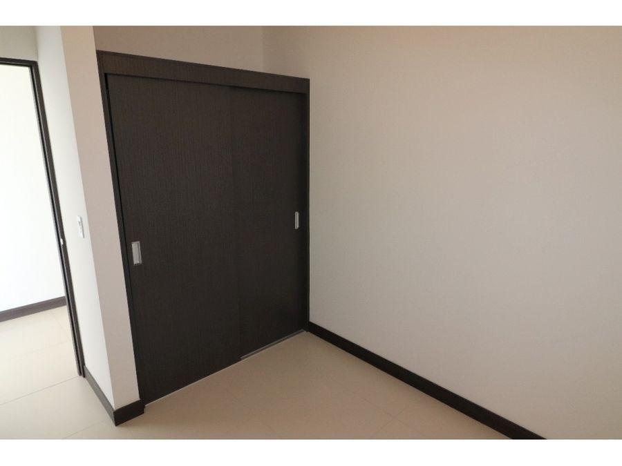 se alquila apartamento en torre en nunciatura