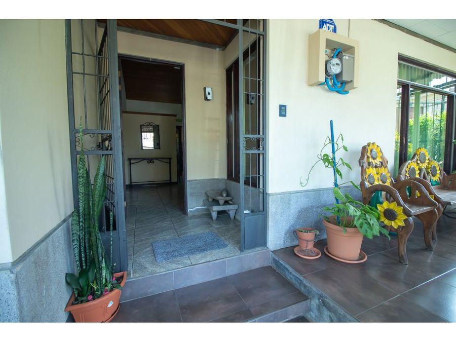 casa en excelente ubicacion en urb la trinidad alajuela