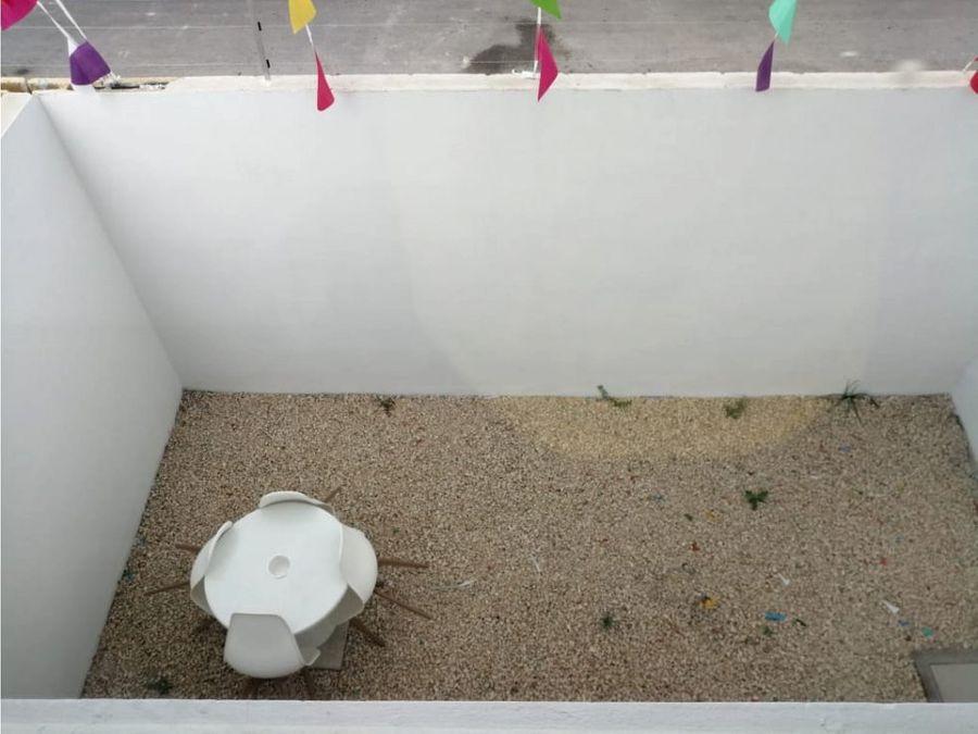 casa de 3 niveles en privada con alberca