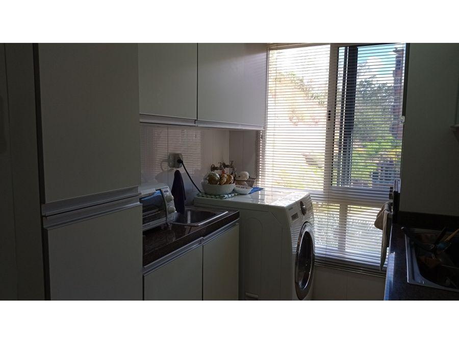 bello apartamento en lomas del sol