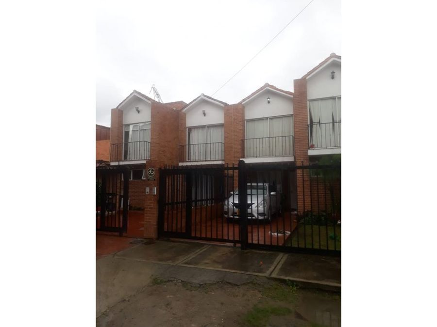 se vende casa en chia avenida chilacos