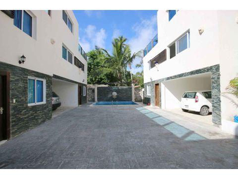 villa duplex de tres niveles a 2 minutos de la playa los corales