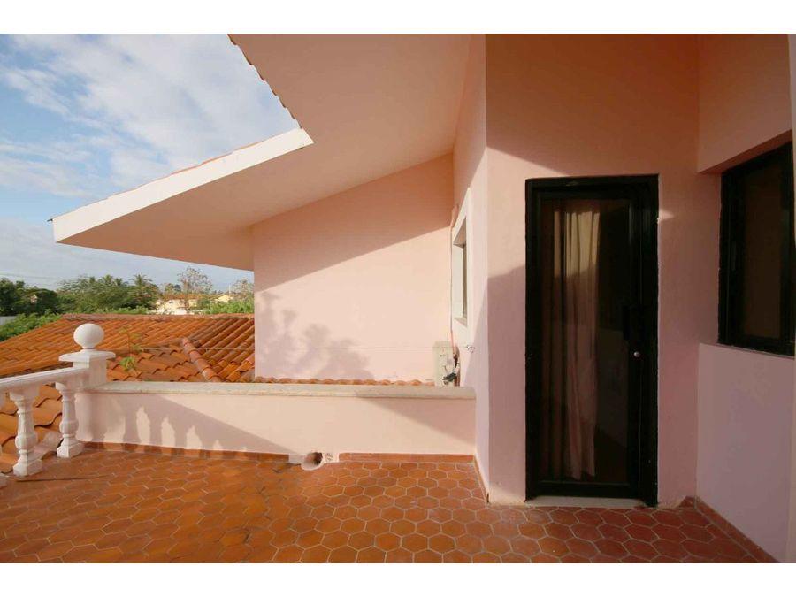 villa townhouse con 4 hab y piscina