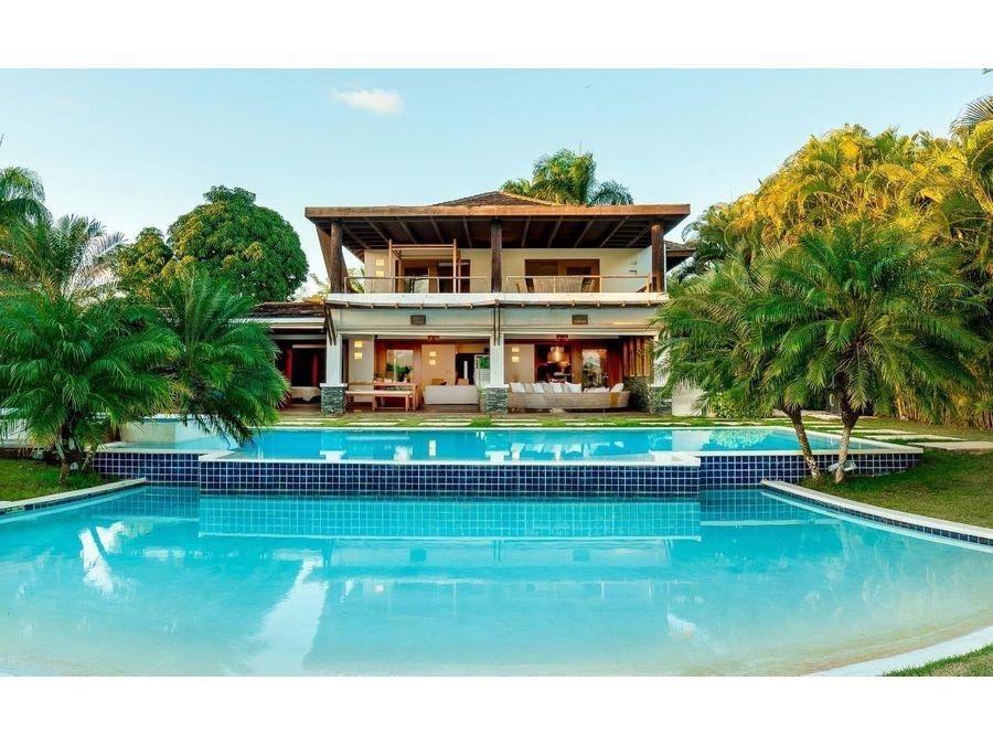 impresionante villa de 4 hab y diseno moderno