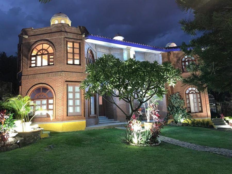 hermosa casa en lomas trujillo