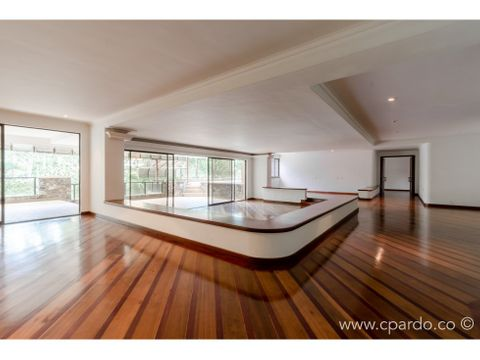 apartamento con piscina privada tv inferior