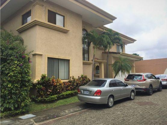 a080 alquilo casa exclusivo condominio en belen