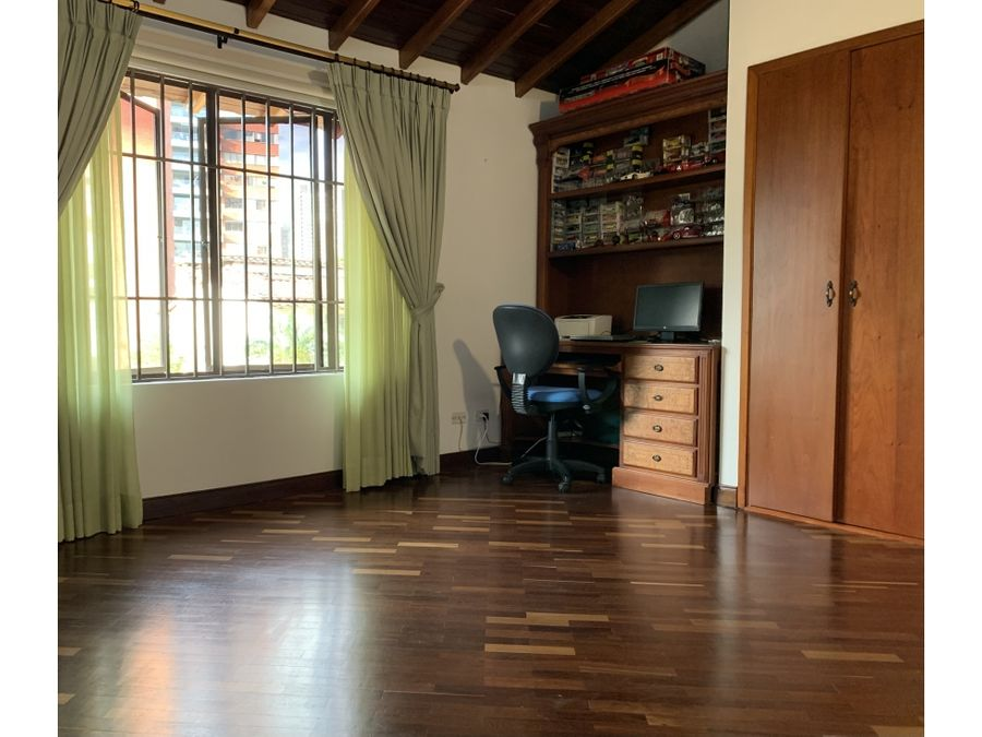 casa de 2 niveles con jacuzzi y terraza sector exclusivo del poblado