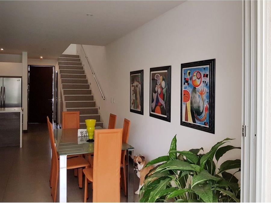 magnifica casa amplia y con extras en condo 3hab