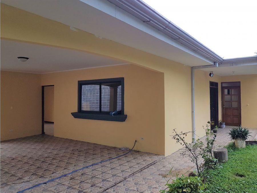 terreno con 2 casas y espacio para 3 brasil mora