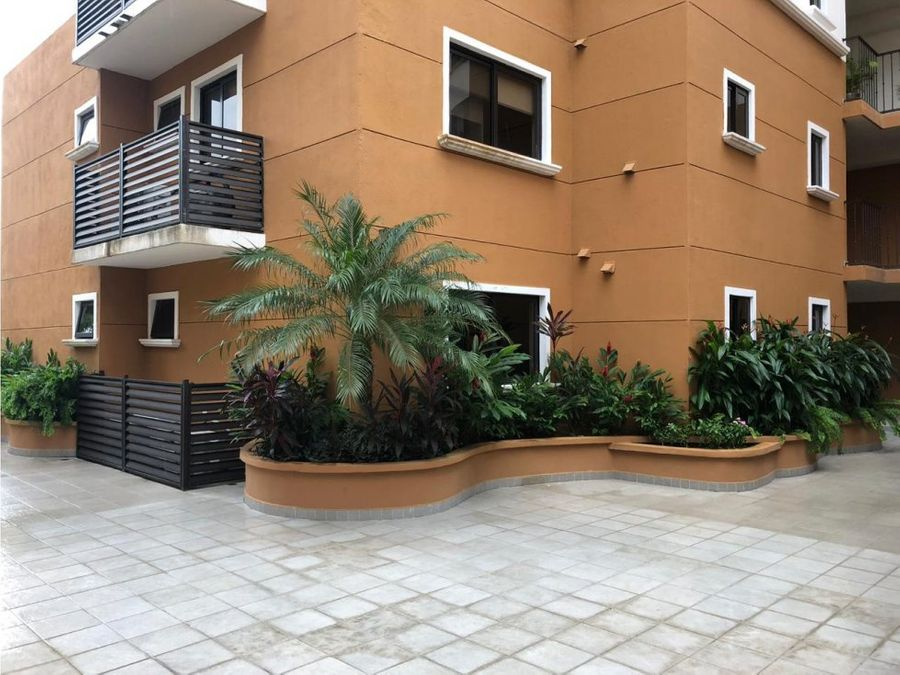 alquilo embassy club courtyard 1 clayton