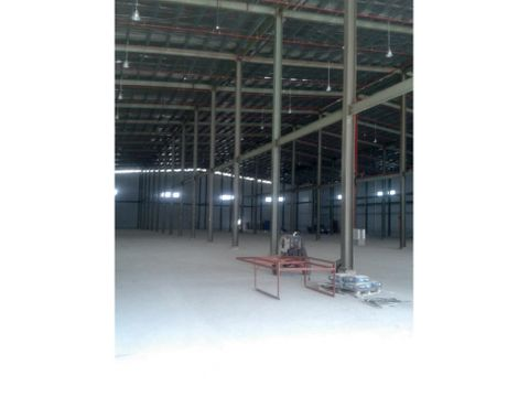 alquiler galera de 4400 m2 en milla 8
