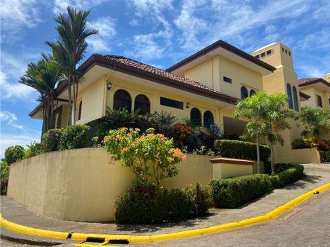 bella y lujosa casa en condominio en playa esterillos