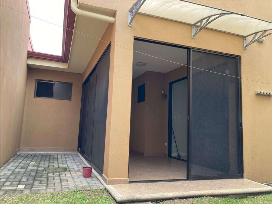 casa con 3 habitaciones y estudio en condominio villa colonial heredia