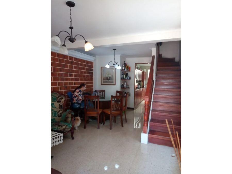 se vende casa de 3 niveles en belen la palma medellin