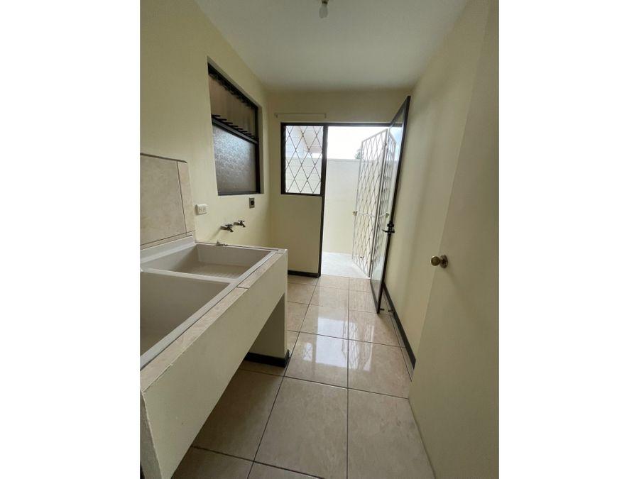 alquiler apartamento 2 cuartos en edificio independiente sabana sur