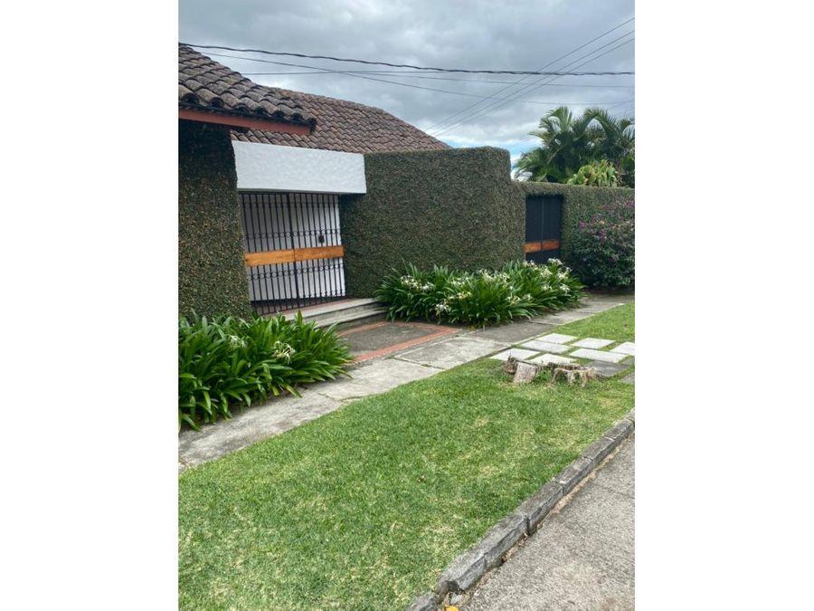 casa independiente de un nivel a la venta en escazu