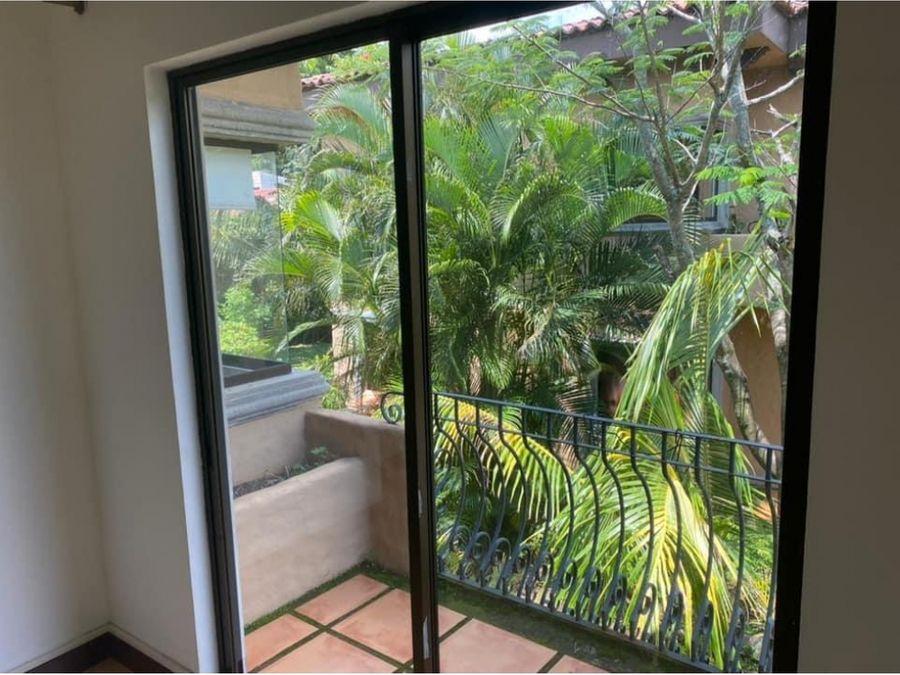apartamento en condominio a la venta brasil de santa ana