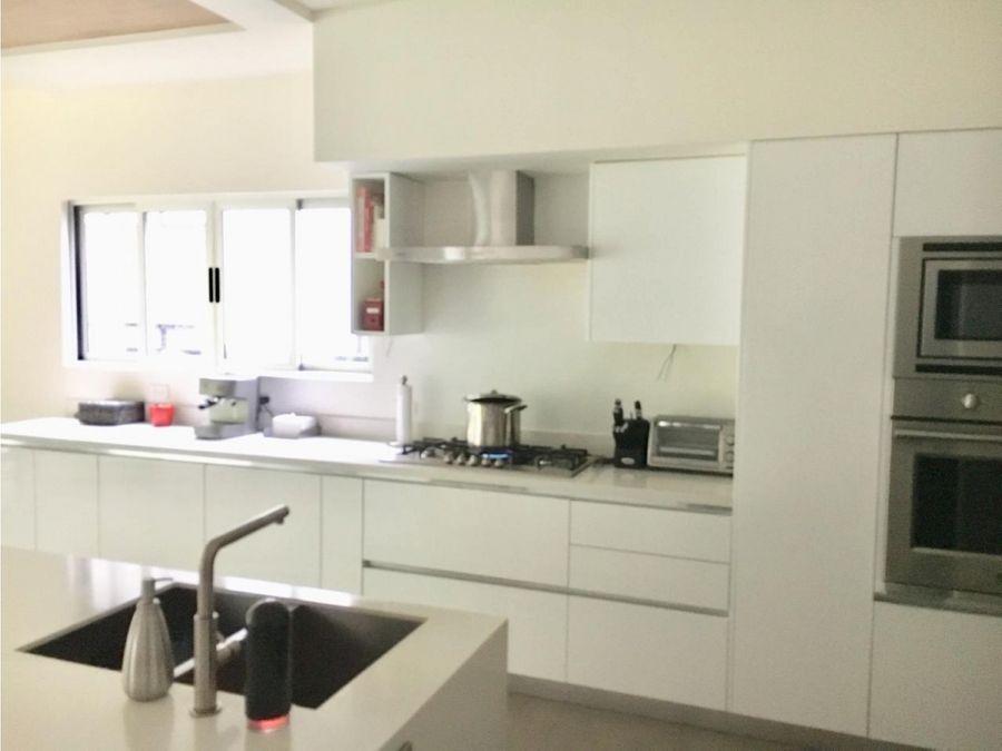 se vende casa contemporanea en exclusivo condominio en pozos santa ana