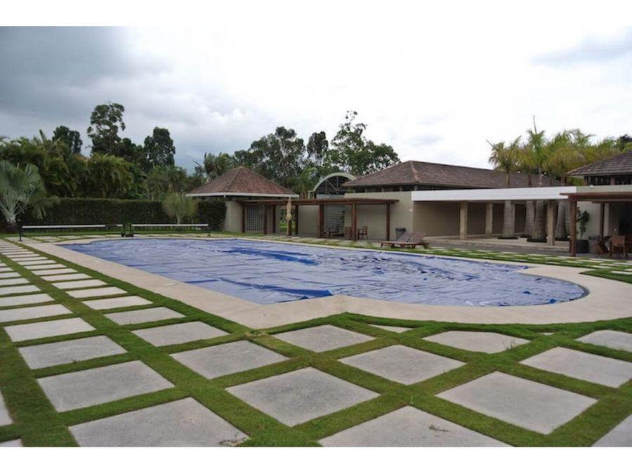 venta de lote de 2573 m2 en residencial monteran