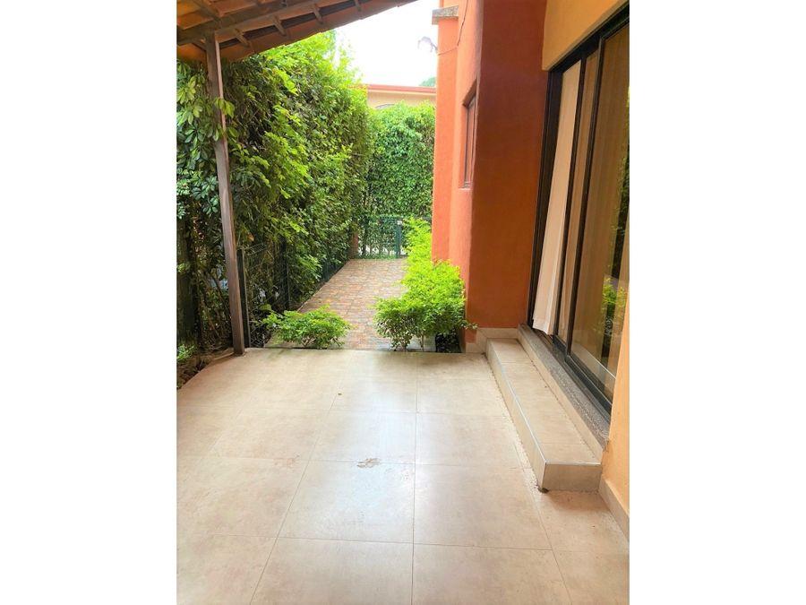 condominio de dos plantas en alquiler brasil de mora