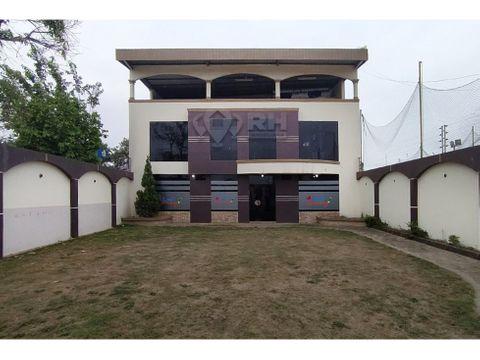 edificio con oficinas parqueadero y garita de acceso machala amjd
