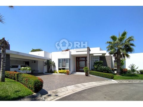 casa con piscina en sector exclusivo en venta machala cmgc
