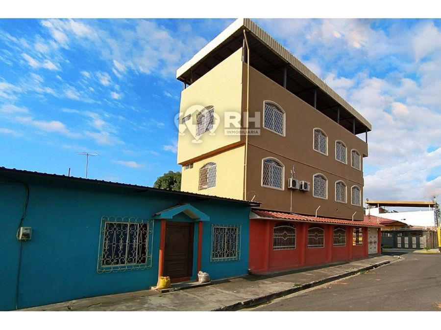edificio esquinero con tres departamento y una villa en venta 913