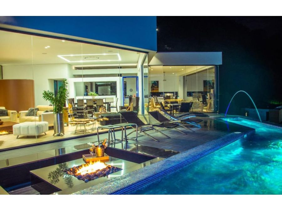 luxury 8600 sq ft home wprivate pool and spectacular view