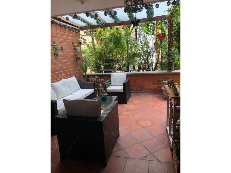 classic apt w spacious balcony in el poblado