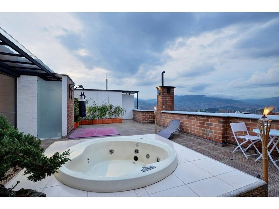 unique penthouse wjacuzzi and amazing view