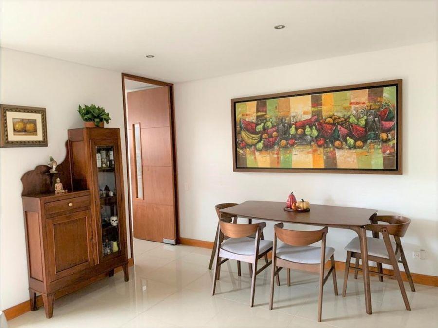 classic unit in laurelesw full amenities
