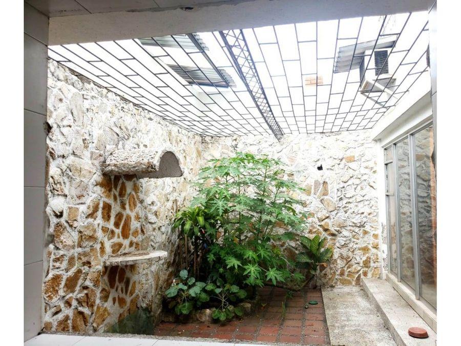 casa esquinera la flora